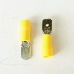 """Клемма """"папа"""" в изоляции 6.3мм толщина 0.8мм под провод 4-6кв.мм желтого цвета"""
