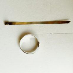 Хомут ленточный с шариковым фиксатором 7,9x200мм нержавеющая сталь. Максимальный диаметр 50мм. Усилие разрыва 90кг. Кабельные стяжки металлические.