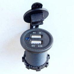 Авто зарядка врезная - c USB 2.1A и 1A 12V