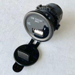 Авто зарядка врезная c вольтметром и USB 2.1A 12V