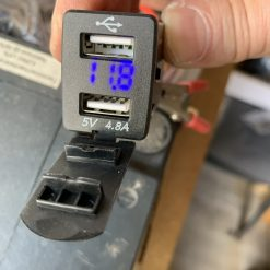 Авто зарядка - кнопка Nissan c вольтметром и 2 USB 4,8A 12V