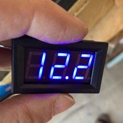 Вольтметр цифровой врезной постоянного тока 4,5-30В синий